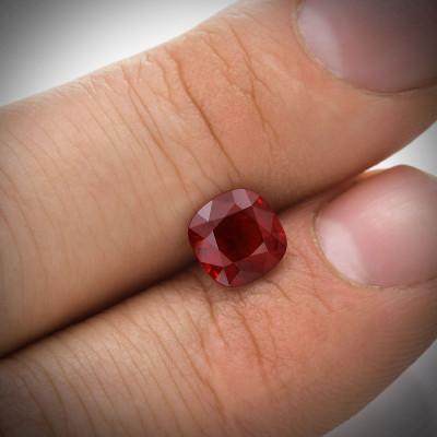 1.94 карат, голубиная кровь, бирманский рубин, подушкообразной формы, гр