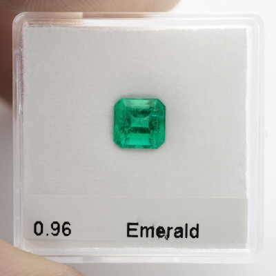 0.96 carat Green COLOMBIAN Emerald, Emerald Shape