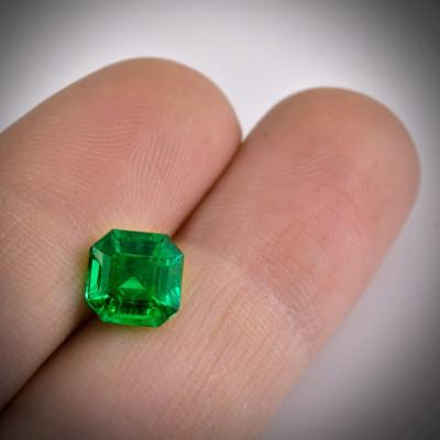 2.03 карат, Зеленый Колумбийский Изумруд, форма изумруд, GUBELIN