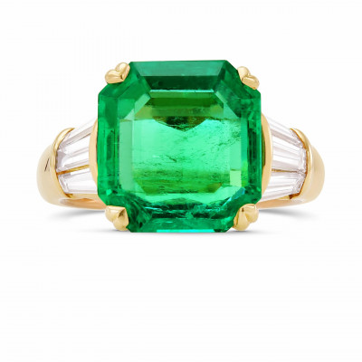 Extraordinary Green Emerald and Diamond Side stone Ring (9.11Ct TW)